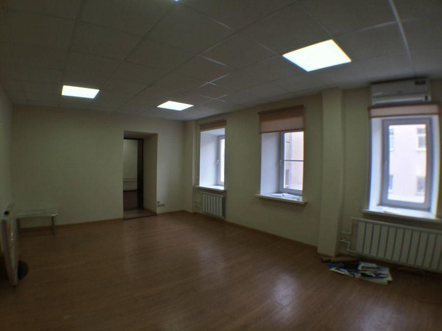 Офисный блок 250 кв.м. со своим санузлом в аренду., 16000 руб.