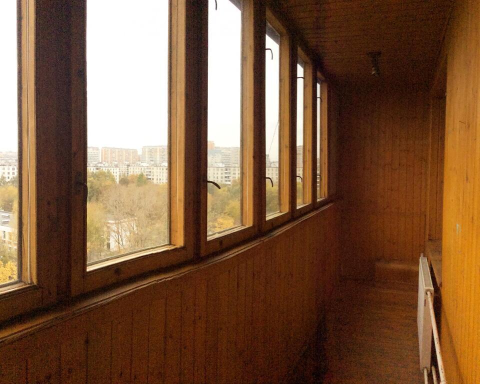 Продаётся комната в 2-х комнатной квартире Проезд Шокальского 65к2, 2400000 руб.