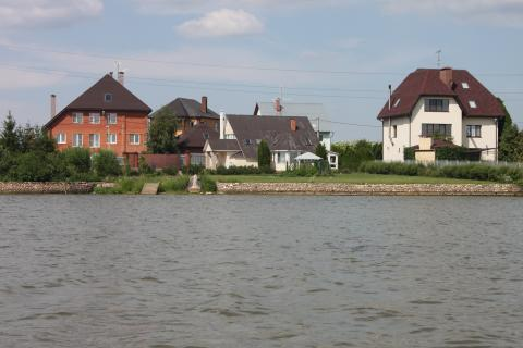 Участок в респектабельной деревне, 2 линия от берега озера 36 га, 2990000 руб.