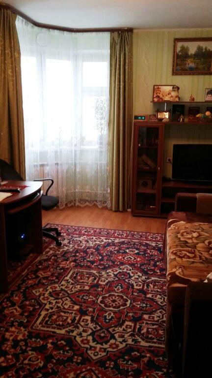 Общая площадь 42м2 (175м2 + 9м2), кухня 6м2 дом кирпичный, балкон застеклён, окна во