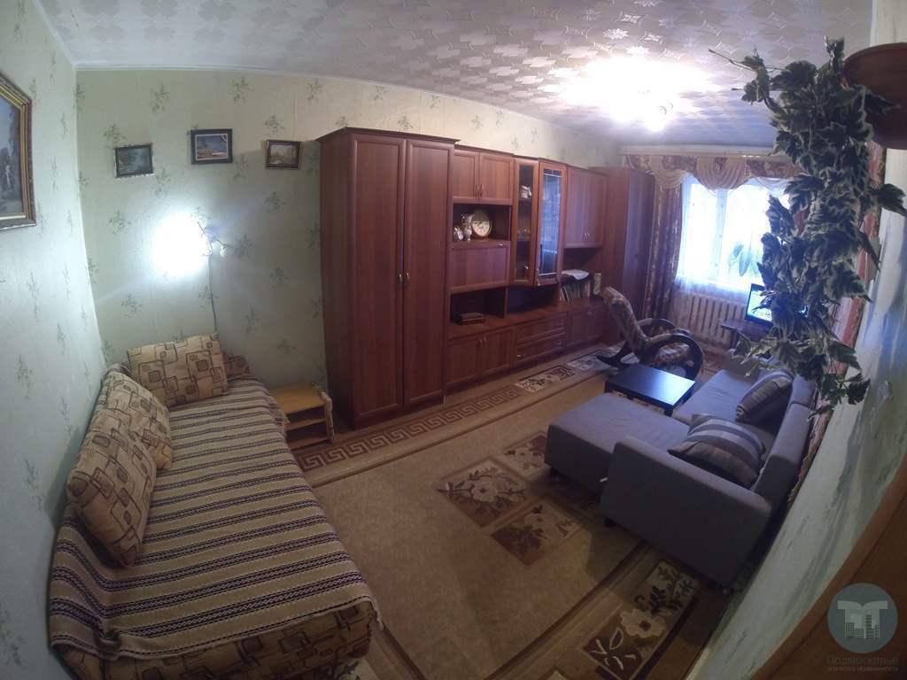 Продается трехкомнатная квартира с раздельными комнатами на первом этаже девяти