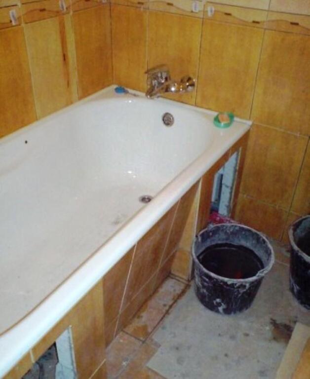 Бюджетная отделка стен в ванной своими руками 34