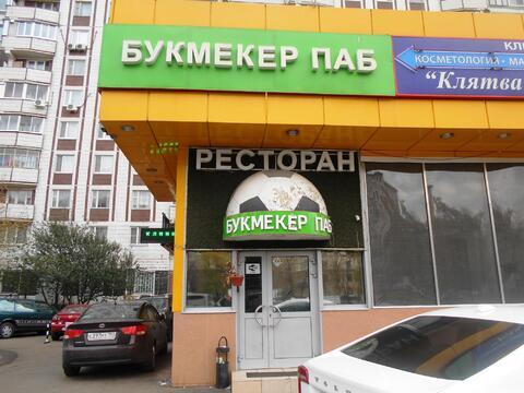 Улица Трофимова д. 36. ТЦ «бриз»