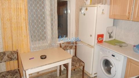На длительный срок сдается двухкомнатная квартира с обычным ремонтом.