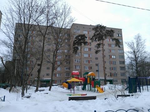 Продам однокомнатную квартиру в кирпичном доме в Центре Красково.