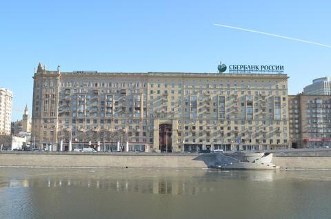 Квартира с видами на набережную в центре Москвы