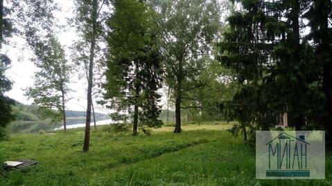 Великолепный участок на берегу озера.