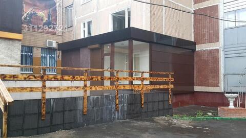 Предлагается в продажу торговое помещение на первом этаже жилого дома.