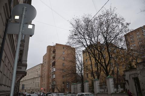 Арбат. Большой Власьевский переулок, д12. Продажа 2-х комн квартиры.