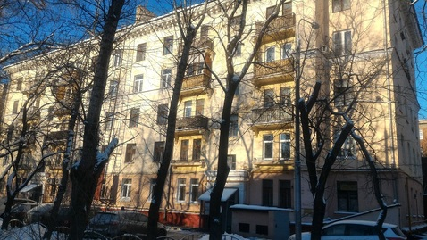 Продам двух комнатную квартиру площадью 56 кв.м, в кирпичном доме