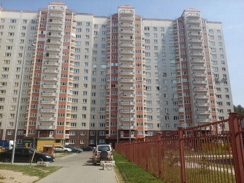 Продается трех комнатная квартира в новом доме .