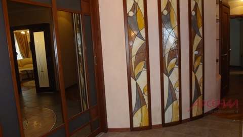 Сдается двухкомнатная квартира 82 кв.м. с дизайнерским ремонтом рядом .