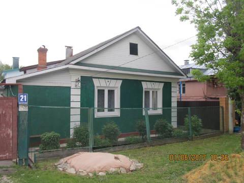 Дом кирпичный с участком в черте города