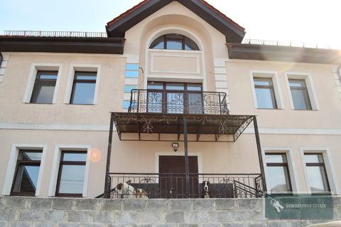 Продается трехэтажный коттедж 600м2 на участке 10 соток