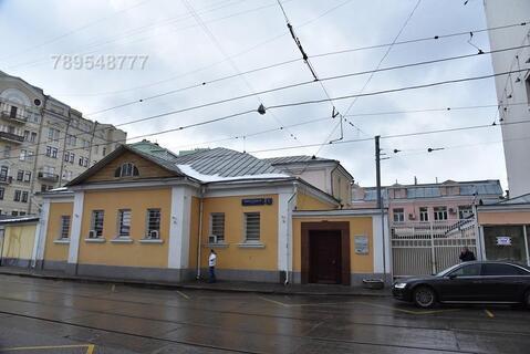 Помещение находится в шаговой доступности от метро Третьяковская или Н