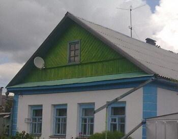Часть дома с коммуникациями в черте города