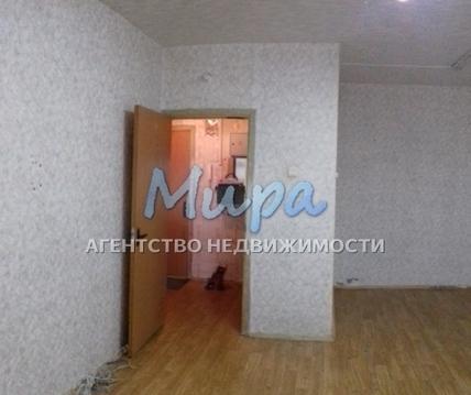 Продаётся 1-комнатная квартира в спальном районе , рядом с метро Любл