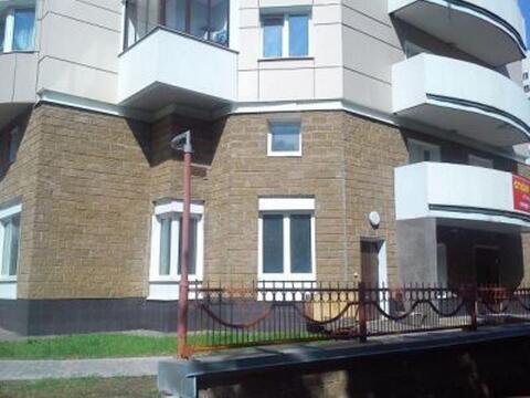 Предлагаем в аренду помещение свободного назначения на 1-м этаже жилог