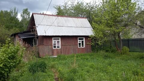 Небольшая дача в рядом с озером 55 км от Москвы.