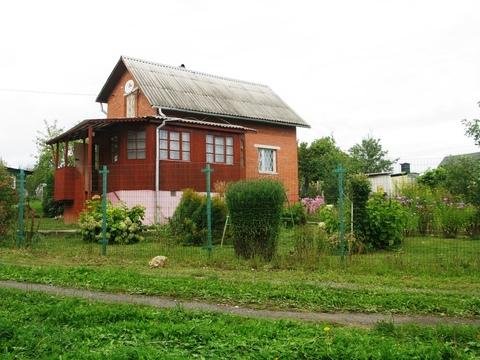 Кирпичная дача вблизи реки Ока.