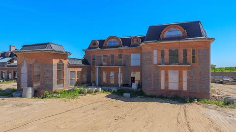 Продаю 2-х этажный (4-х уровня) дом 1990 м2 на 93 сот в с. Дмитровское