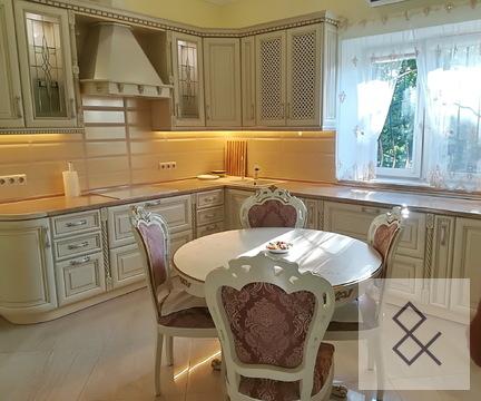 Дом в центре с. Жаворонки на 2-й Советской, 69500000 руб.