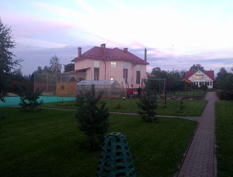3-этажный коттедж 300 м2 (кирпич) на участке 40 сот, 150000 руб.