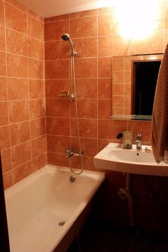 Уютная 2-х комнатная квартира с двумя лоджиями . Кухня 10 кв.м