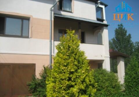 Продается отличный кирпичный 2-этажный дом с земельным участком