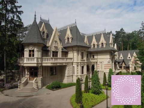 Коттедж в дворцовом стиле на Минском шоссе.