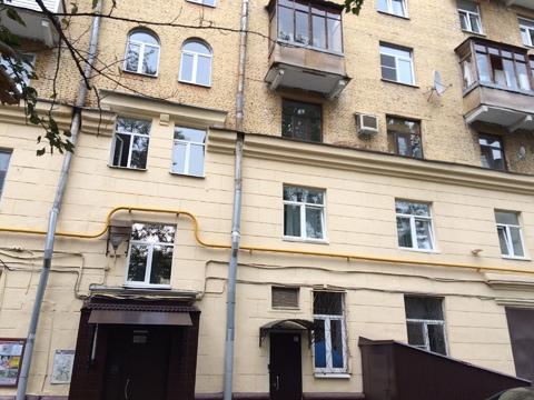 Продается трехкомнатная квартира в Сталинском доме