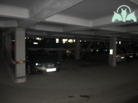 ' машиноместо, четвертое от заезда, на втором этаже, в центре не .