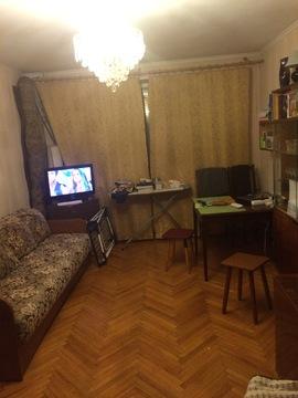 Однушку рядом с м.Каховка на Азовской ул. в блочной 9-ти этажке