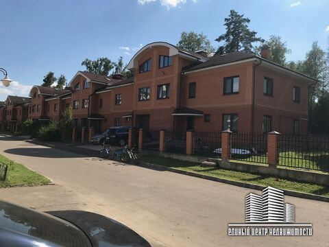 Таунхаус 225,6 кв. м с.Озерецкое, ул. 1-я Заповедная, д. 3, строение 5