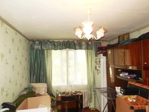 Комната 18 (кв.м) в 3-х комнатной квартире. Этаж: 1/5 панельного дома.