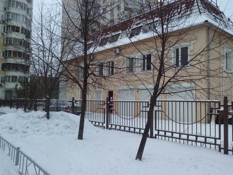 Продается отдельно стоящее двухэтажное здание 1781 кв.м. с огороженной .