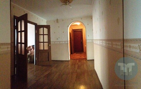 Продается просторная трехкомнатная квартира в центре города.