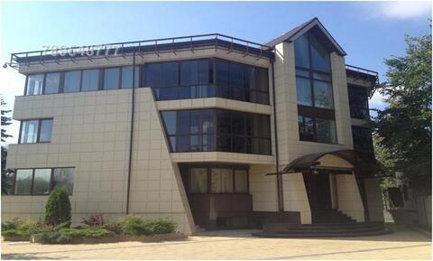 Домовладение расположено в 7 км от МКАД на Рублево-Успенском шоссе, в
