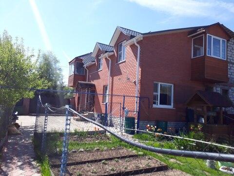 Продажа двух жилых домов с коммуникациями на одном участке