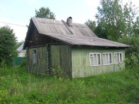 Участок с бревенчатым домом и др.постройками