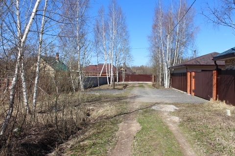 В деревне Красновидово продаётся участок 15 соток двести метров от .