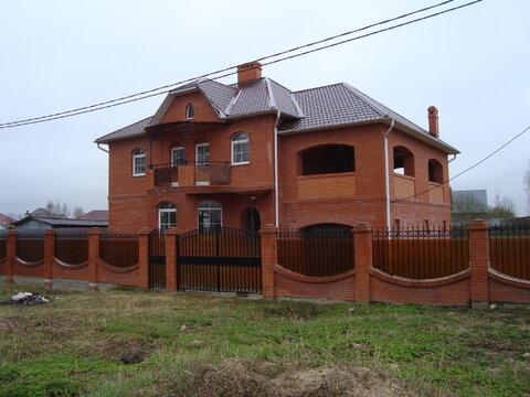 3-уровневый кирпичный дом Серпуховский район, п.Большевик