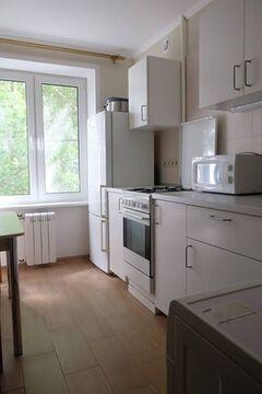 Продам двух комнатную квартиру Новаторов 38