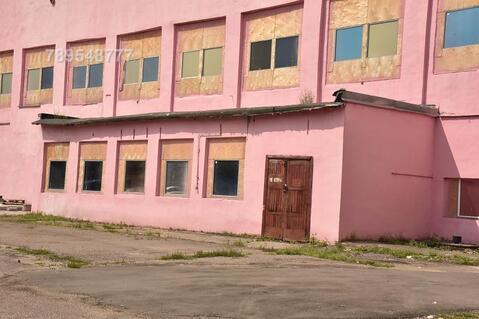 Складское двухэтажное здание на территории завода