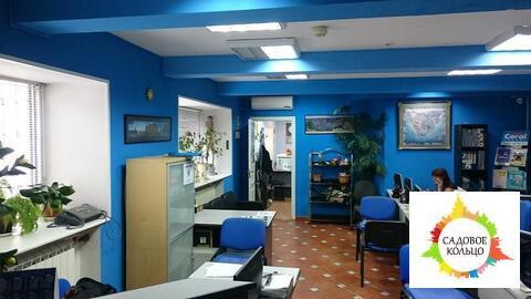 Комната, встроенная в офис, расположенный в отдельной пристройке, на ф