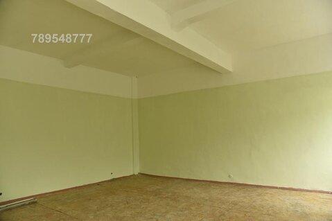Офис после капремонта с высокими потолками (около 5 метров), находится