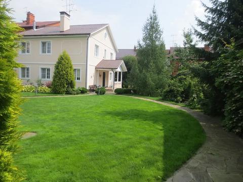 Продам 2-х этажный дом 204 м2 на участке 19 соток п. Щаповское.