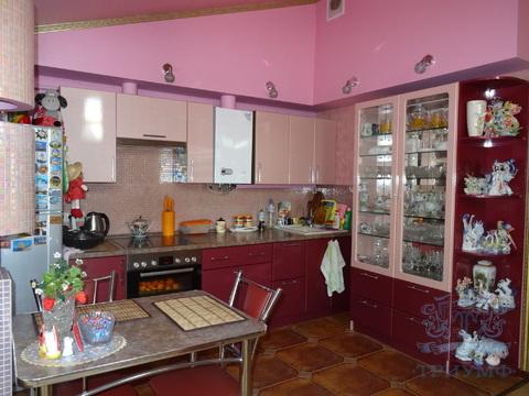 Продаётся двух комнатная квартира на ул.Вертлинская.