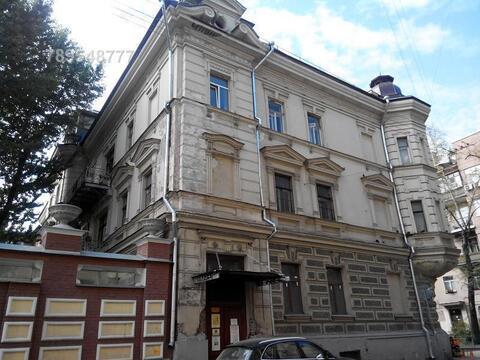Общая площадь 1818,3 м2, здание покупалось у города, 4 свидетельства н