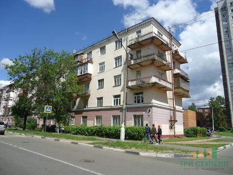 2 комнаты в 3-комнатной квартире на ул. Флёрова 4